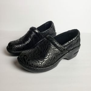 💚B.O.C Born Leather Black Peggy Embossed Clogs